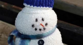 Маленькие подарки своими руками – снеговик из ниток