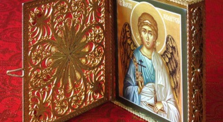 Кому и когда дарят иконы