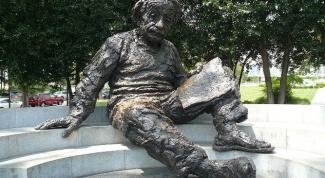 Чем знаменит Альберт Эйнштейн