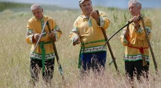 Ручная коса для травы: виды и технология применения