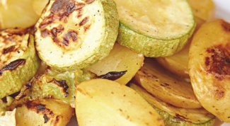 Как тушить кабачки с картофелем