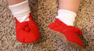 Стоит ли заставлять детей носить комнатные тапки