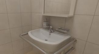 Поручень для ванной: кому и зачем он нужен