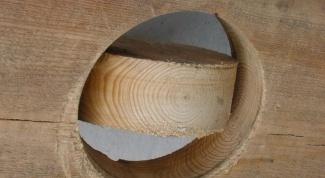 Как просверлить отверстие в дереве без дрели