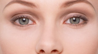 How to treat inflammation around the eyes