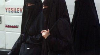 Почему традиционная одежда арабских женщин черного цвета