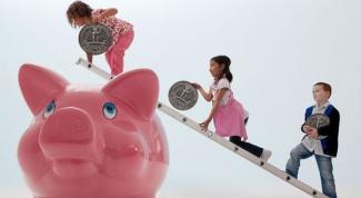 Как научить детей копить деньги