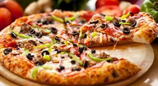 Как готовить пиццу с копченой колбасой