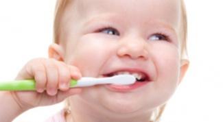 Как выбрать первую зубную пасту
