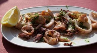 Что приготовить из маринованных кальмаров