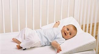 Когда давать ребенку подушку