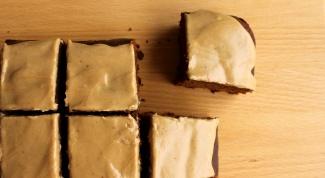 Как испечь пирог-пряник с яблоками
