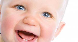 Как происходит прорезывание зубов у грудничков