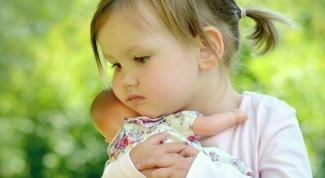 До какого возраста девочки играют в куклы