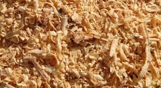 Как использовать сосновые опилки как удобрения