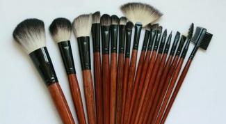 Какими кистями наносят профессиональный макияж