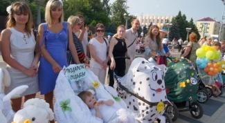 How to decorate a stroller for a pram parade