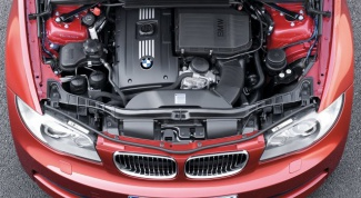 How to check the car engine when buying?
