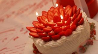 Как приготовить торт из клубники