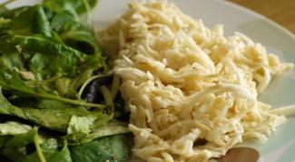 Оригинальное блюдо: салат с блинами