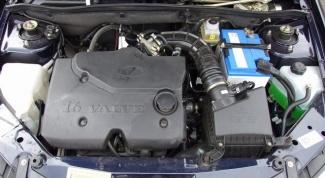 What distinguishes the 8-valve engine 16-valve