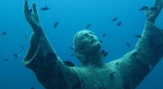 Как попала под воду статуя Иисуса Христа