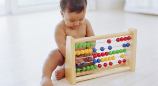 How to develop fine motor skills in the child under one year