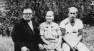 Who were the parents of Vladimir Putin