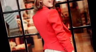С чем носить оранжевый пиджак