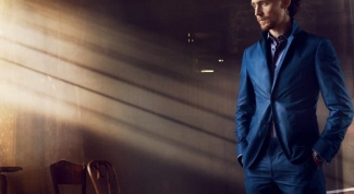 What to wear with a blue suit a man