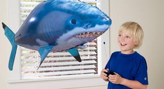 Летающие игрушки для детей: плюсы и минусы
