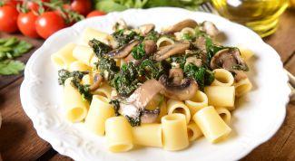 Рецепты блюд итальянской кухни: паста с курицей и грибами под сливочным соусом