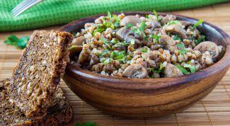 Вспоминаем рецепты русской кухни: гречневая каша с грибами