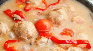 Рецепт тефтелей в нежном сметанном соусе