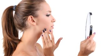 Угревая сыпь на лице: причины появления