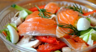Готовим праздничный салат из красной рыбы