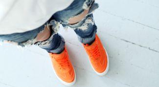 Дарим вторую жизнь старым штанам: рваные джинсы на пике модных тенденций