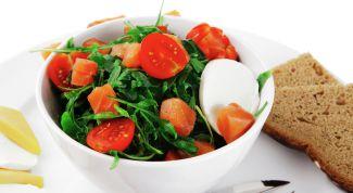 Какой салат можно приготовить из горбуши горячего копчения