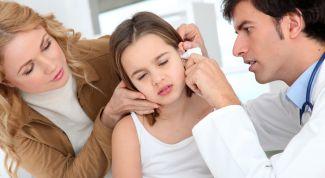 Первая помощь детям при боли в ухе