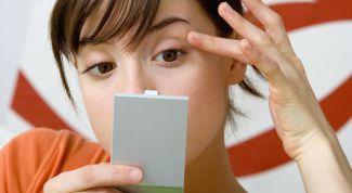 Почему утром опухают глаза и как от этого избавиться