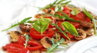 Как приготовить нежный салат с жареными шампиньонами