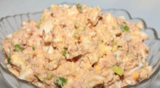 Как приготовить салат из печени трески: простые рецепты