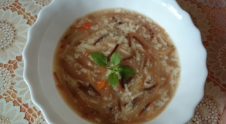 Сырный суп с жареными макаронами в мультиварке