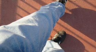Как выбрать джинсы мужские и с чем их носить