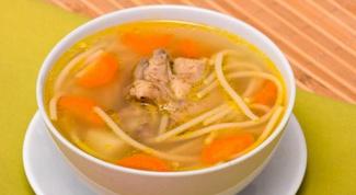 Как приготовить куриный суп с домашней лапшой?