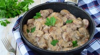 Как приготовить куриную печень в сметанном соусе