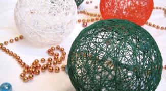 Как сделать новогодние шары из ниток