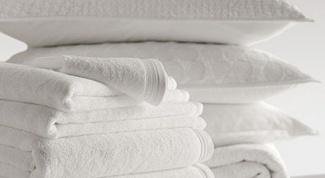 Как в домашних условиях отбелить белые вещи