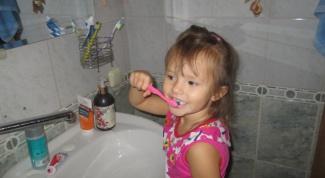 Как правильно ухаживать за первыми зубами у ребенка