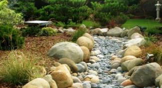 Как обустроить в саду сухой ручей, в чем его преимущества